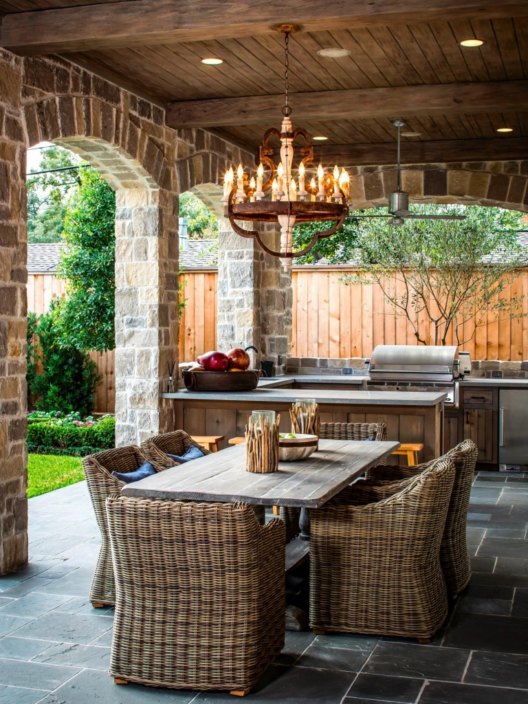 Original_Thompson-Custom-Homes-Outdoor-Kitchen-Dining_s3x4.jpg.rend.hgtvcom.1280.1707