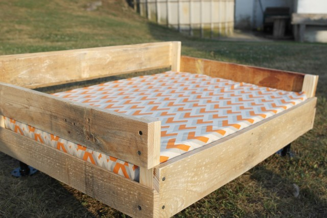 Pallet Wood and Pipe Dog Bed