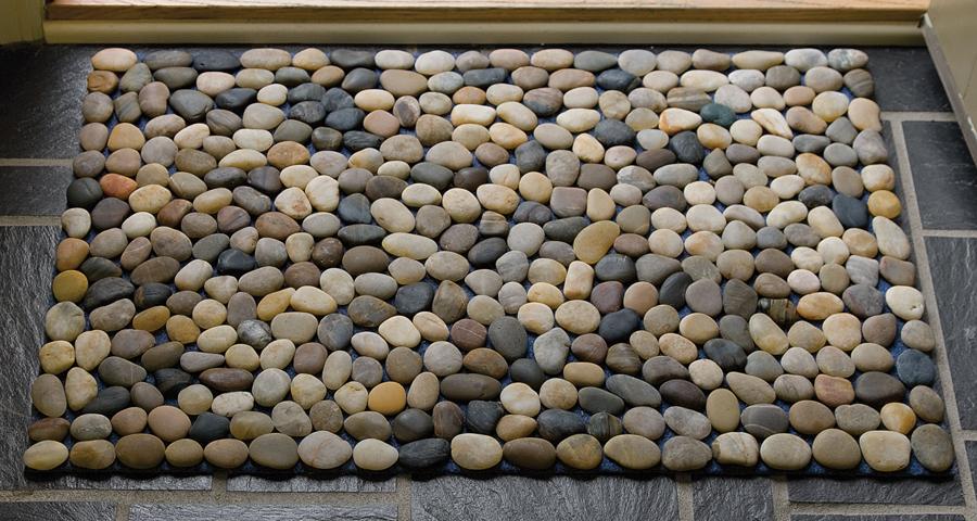 Assemble an ocean stone bath mat