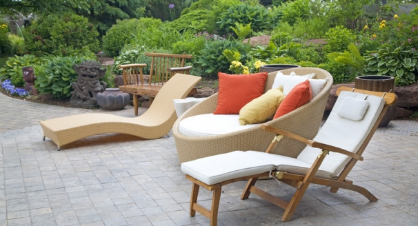 10 Tips for Selecting Outdoor Furniture