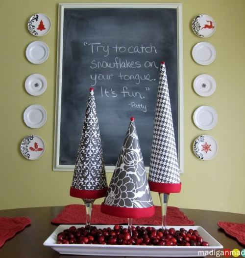 paper-christmas-topiary-on-wine-glass-03