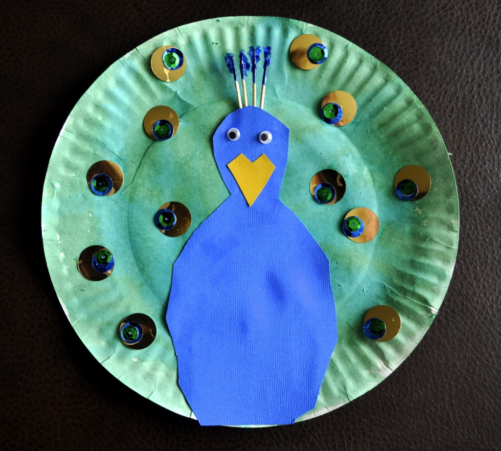 paper plate peacock