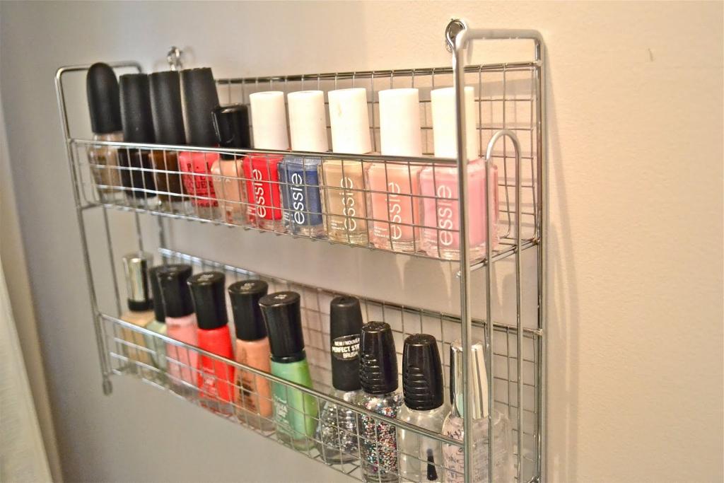 Nail polish storer