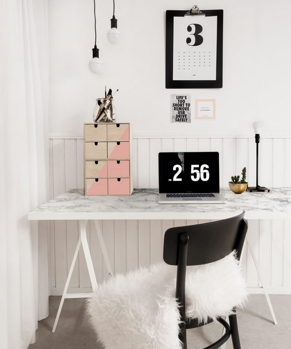28. Bekant Desk