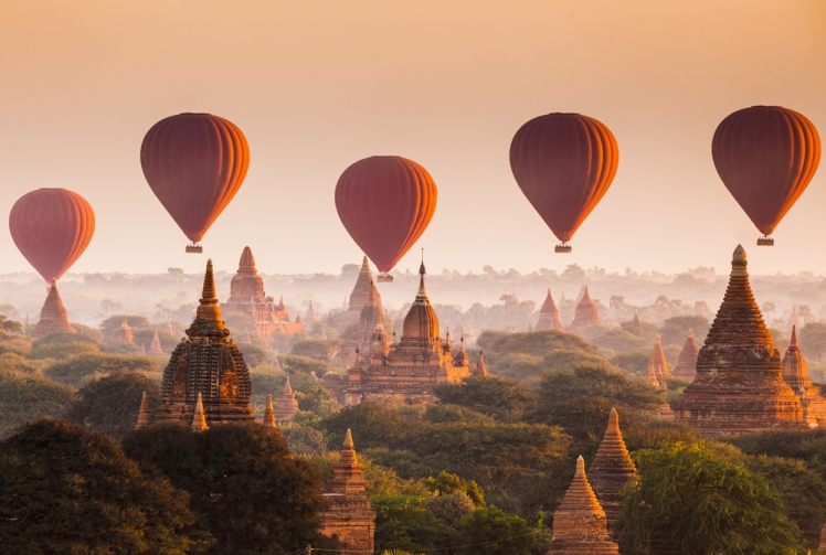 Hot air ballon ride in Myanmar
