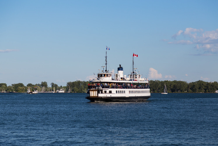 Travel to the Toronto Islands