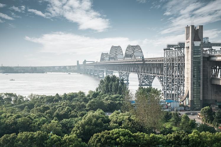 Jiujiang Yangtze River Expressway Bridge