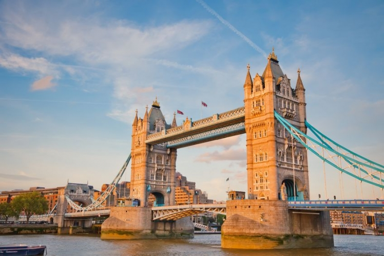 Top Tourist Traps Worth Visiting - Tower Bridge, London, England