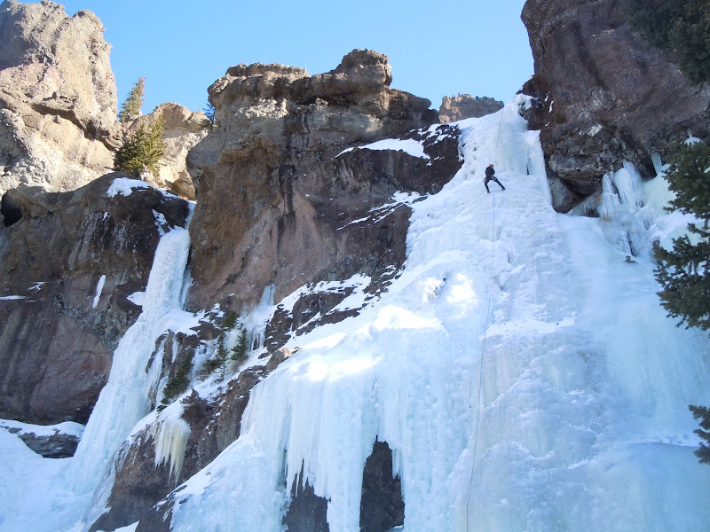 hyalite canyon frozen waterfall