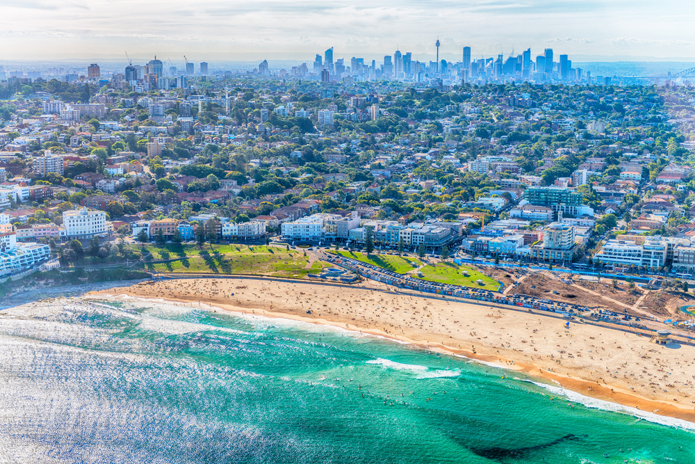 Walk through Sydney to the world-famous Bondi Beach