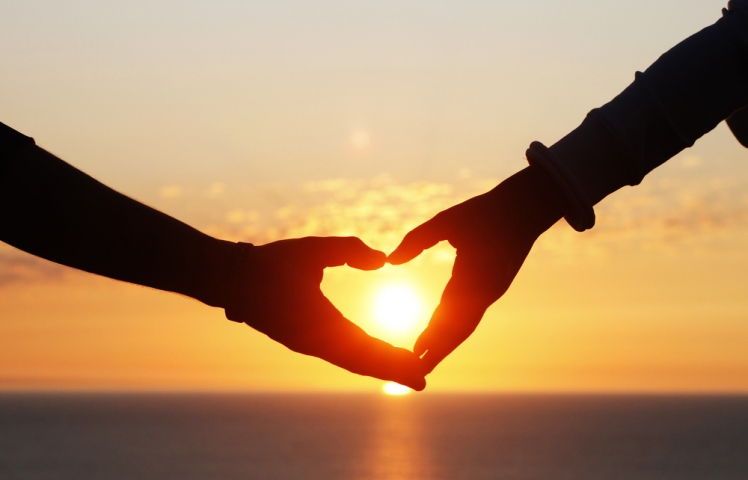 10 Simple But Romantic Ways to Show Someone You Love Them