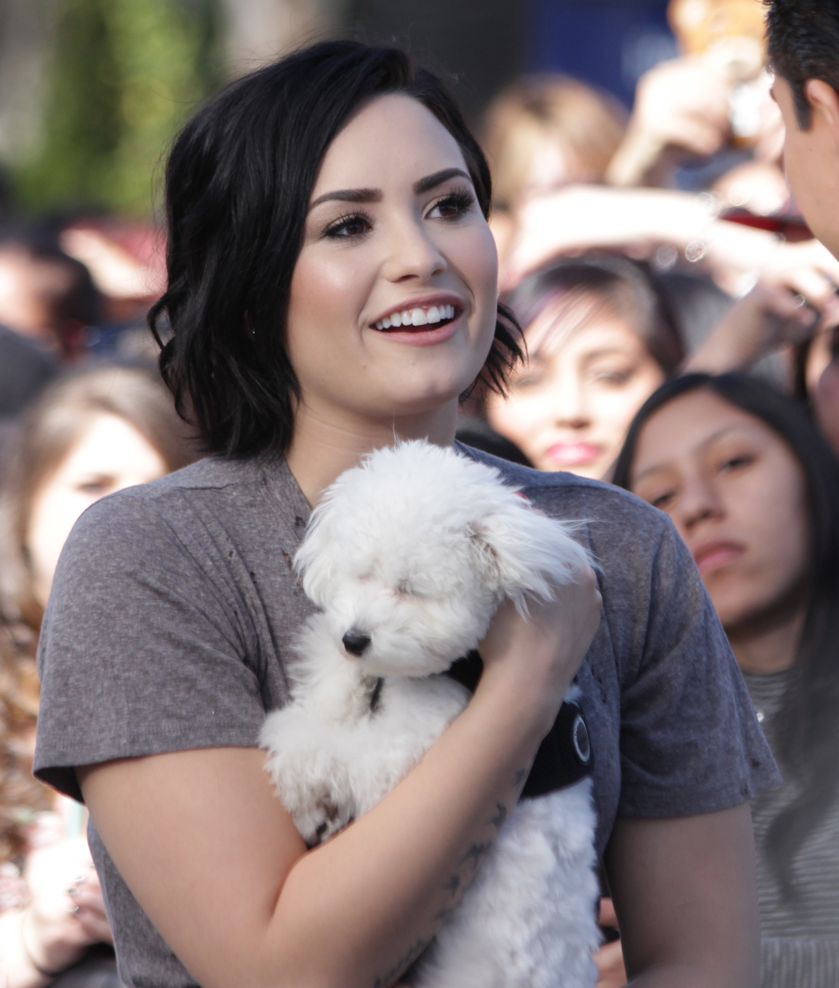 Demi Lovato appears on 'Extra'