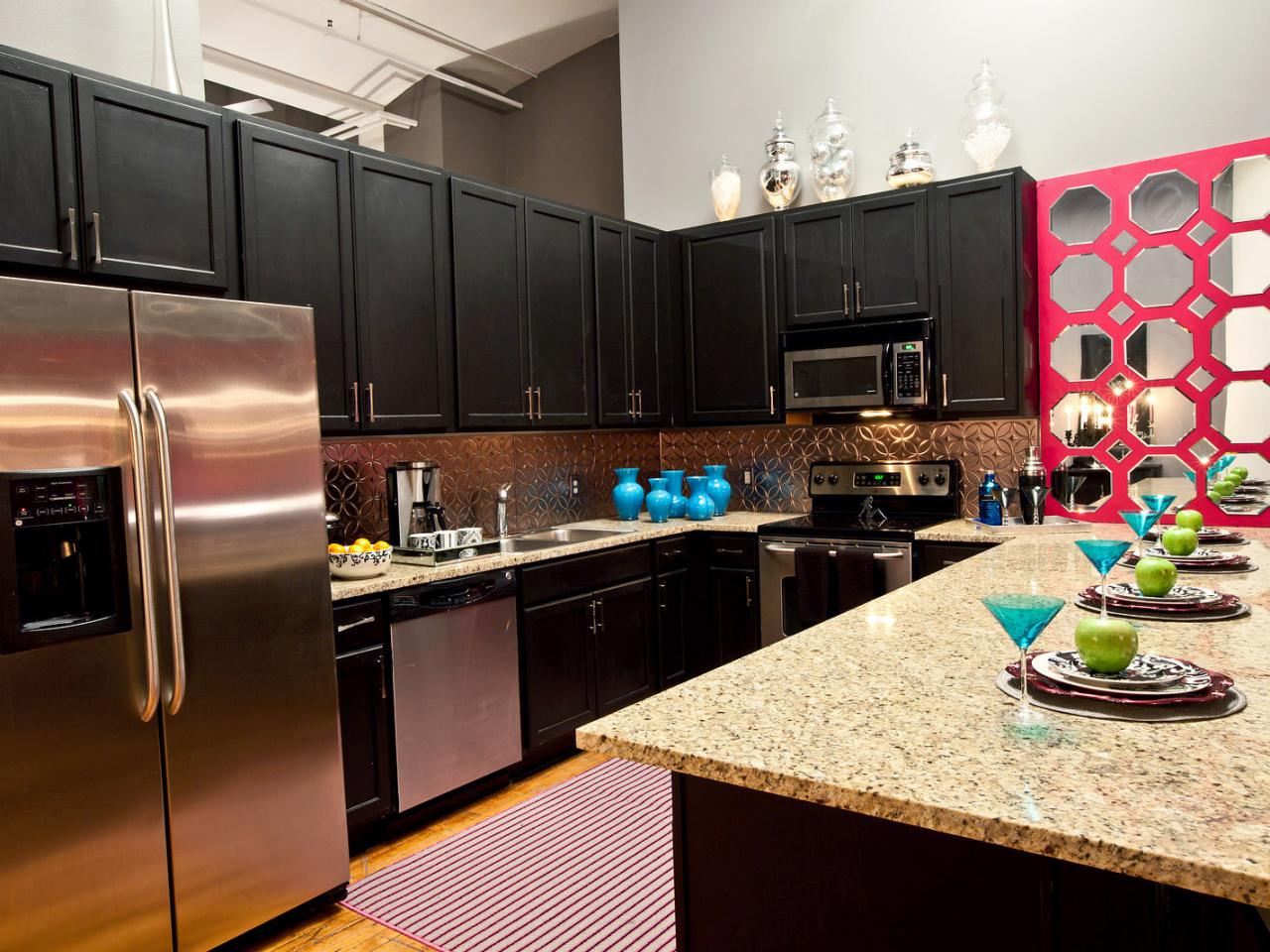 6 Decorating Ideas for Above Kitchen Cabinets - Reliable ...