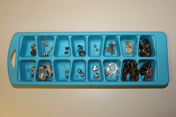 3_ice-cube-trays-for-storage