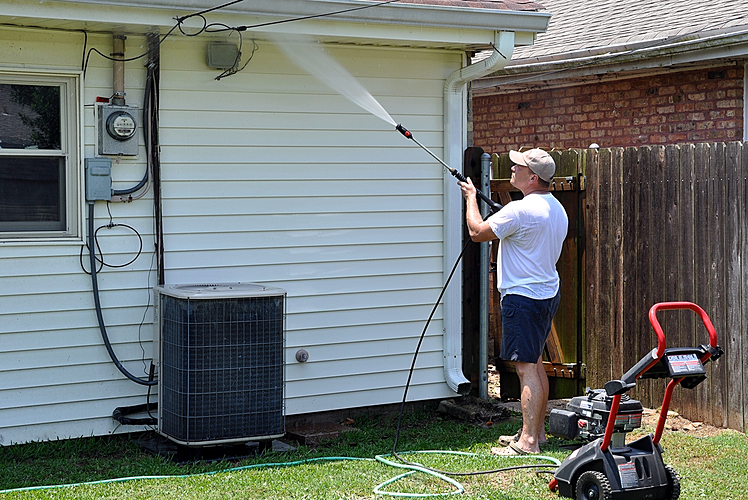 Cleaning exterior of house