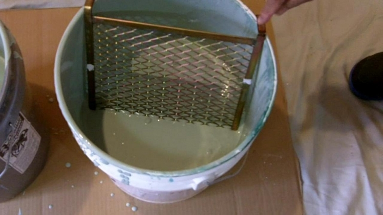Paint loading with a screen is one of the top painting tips to avoid roller marks