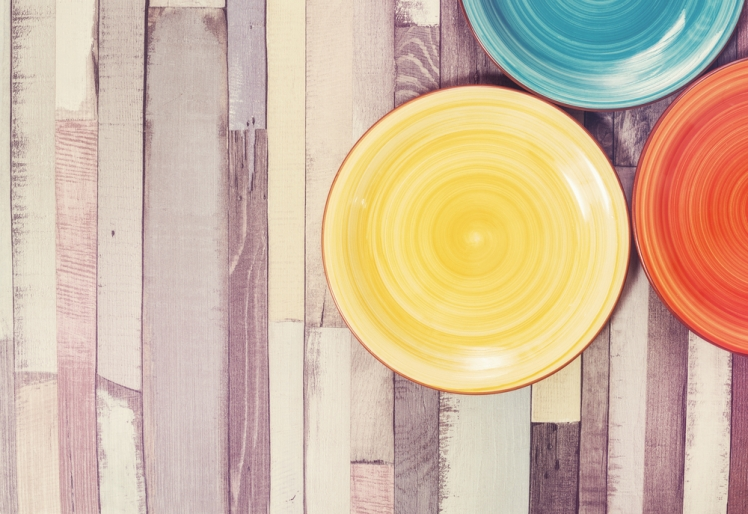 Try These Striking DIY Fence Decorations - Plates