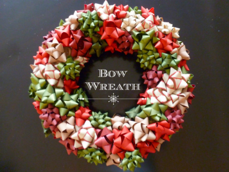 Awesome festive DIY Christmas decor ideas on a budget - A bow wreath