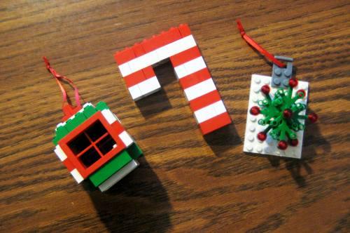 Lego-Christmas-Ornaments-Ball-Candy-Cane-Wreath