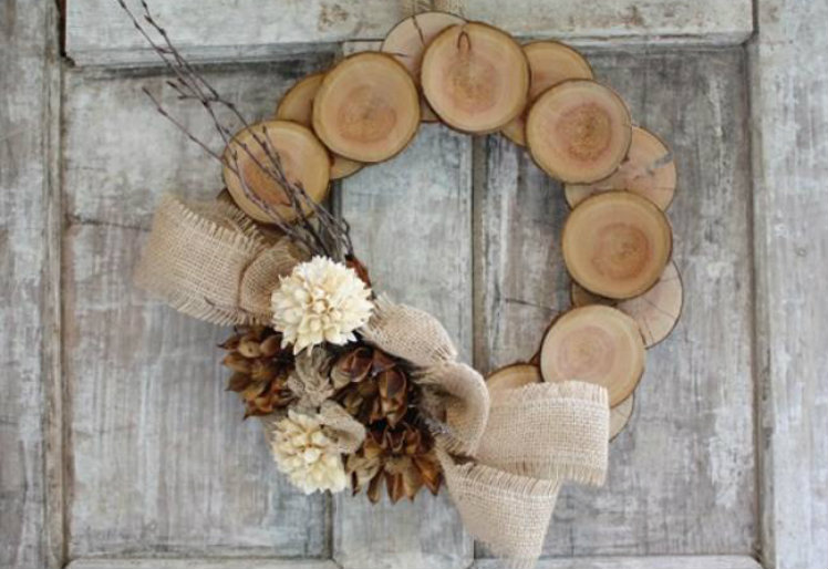 Work on a wood wreath