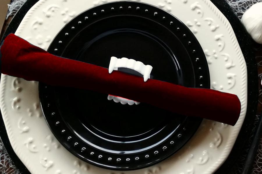 #1 Vampire Napkin Rings