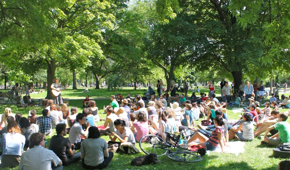 Picnic in Trinity Bellwoods Park