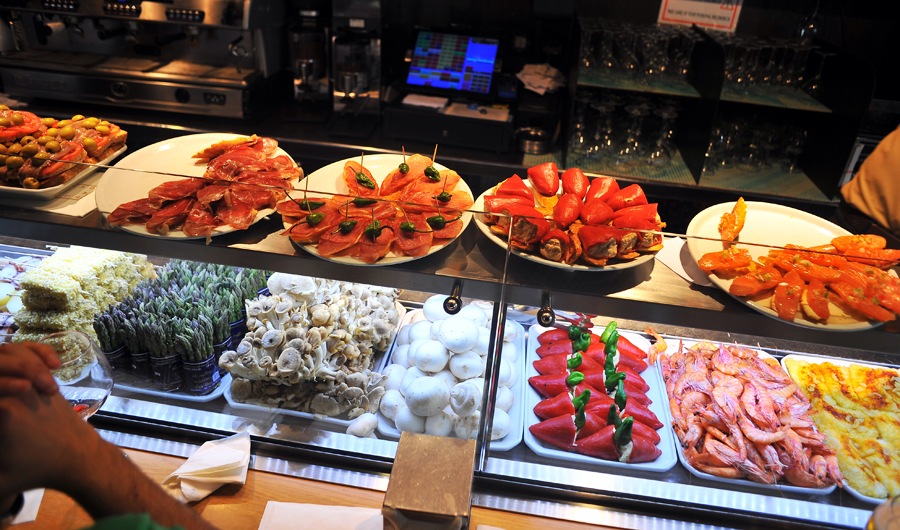 Tapas_bar_in_Barcelona