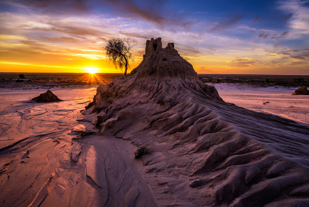 Travel back in time at Lake Mungo National Park